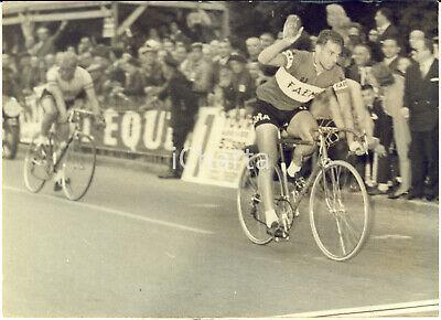 1959-CICLISMO-PARIS-TOURS-Rik-VAN-LOOY-al-traguardo.jpg.d7168342ce35531a3cb39f787e5cf010.jpg